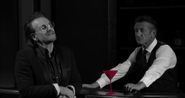 Βono και Chris Martin τραγουδούν με τον Sean Penn σε ρόλο bartender.
